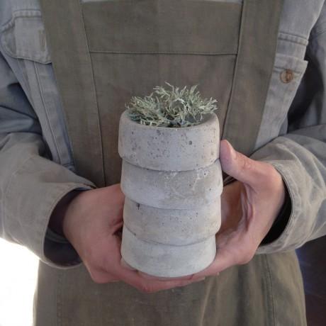 Concrete-Bowl-1_Hands_1K